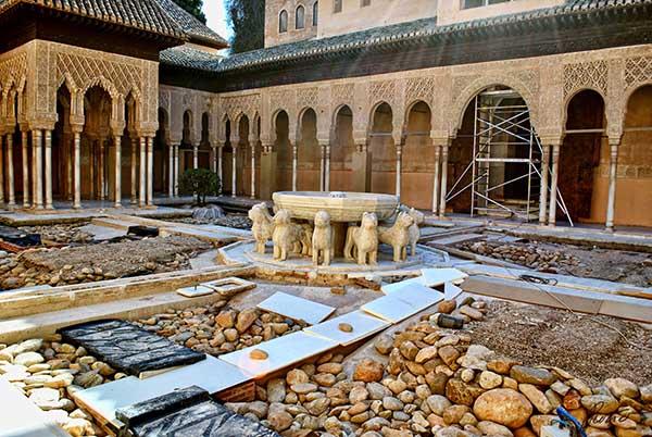 Una restauraci n a la altura de la alhambra trafficamerican - Restauradores granada ...